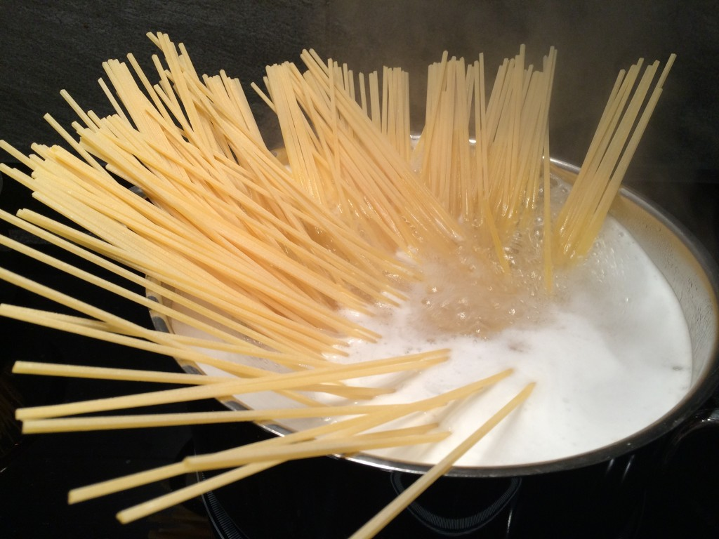 spaghetti boiling with vongole water