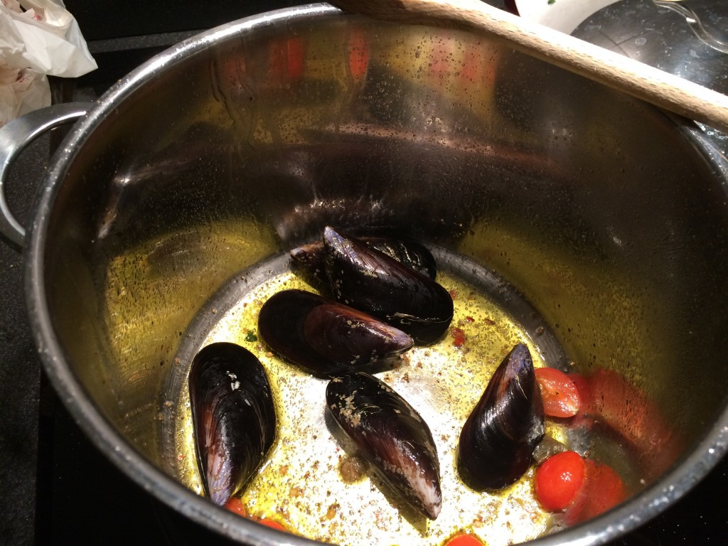 mussels in the pot