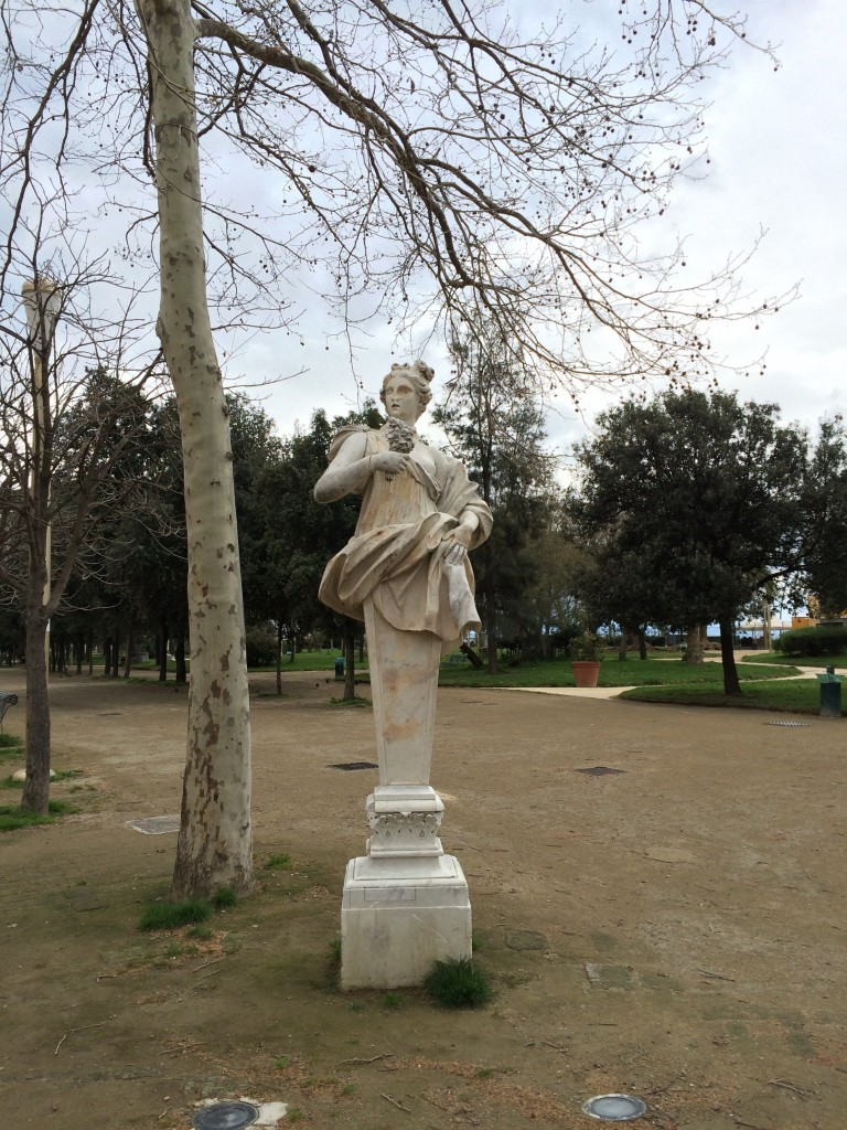 La Villa Napoli gardens statue