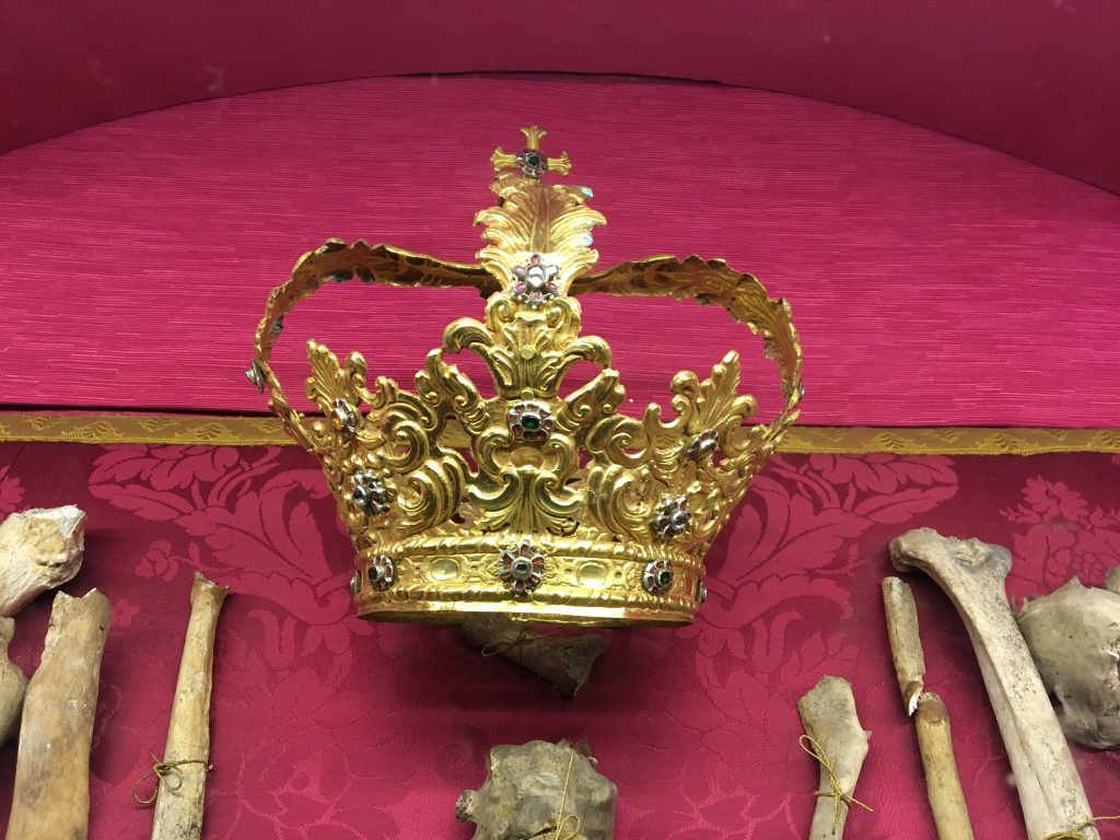 A crown from the reinaissance in the cathedral of syracuse